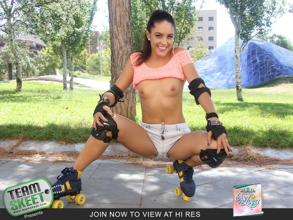 [OyeLoca] Carolina Abril – Rollerblading Latina Gets Drilled