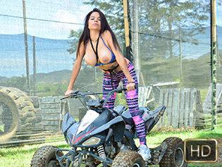 Mila Garcia in Bold Colombian Pussy - Oye Loca | Team Skeet