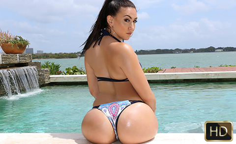 Mandy Muse in Hydraulic Booty Bounce | Team Skeet