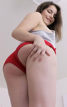 Kylie Quinn | This Girl Sucks