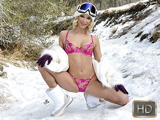Emma Hix in Sexy Snow Day Creampie - Teen Pies | Team Skeet